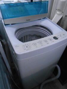 ハイアールの洗濯機5,5キロです。