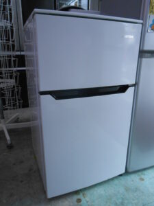 小さめの冷蔵庫。学生さんに人気です。
