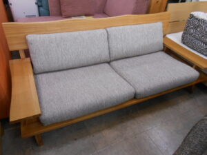 ゆったり座れる、3人掛けのソファー