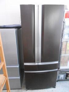 観音開きの冷蔵庫です。