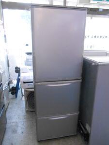 3ドアの冷蔵庫です。